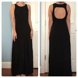 Dresses & Skirts - Black maxi dress with open back
